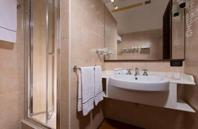 27542) Costabella Room c/o Poiano Resort, Verona
